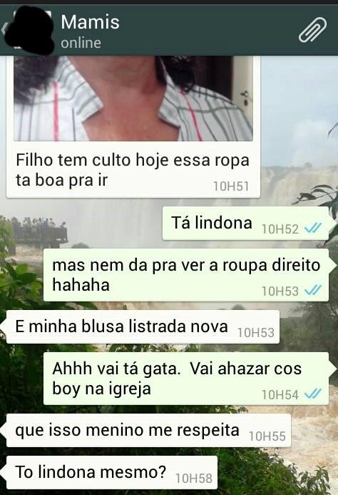 mãe usando whatsapp