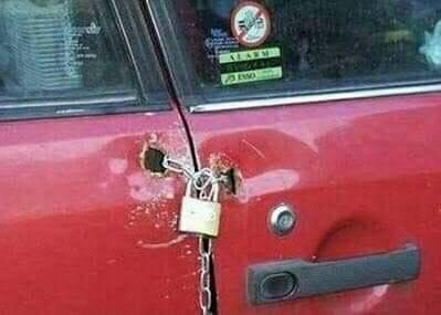 como colocar cadeado em porta de carro