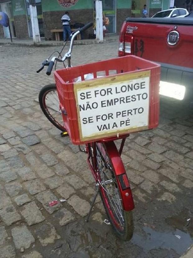 placas hilárias em bicicletas