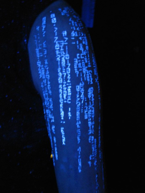 tatuagem de códigos da matrix